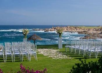 Oceanfront ceremony in Cabo